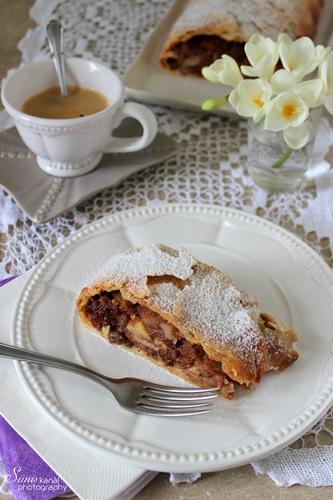 egy csésze bécsi kávé és egy szelet almás rétes tökéletes uzsonna lehet