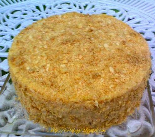 az egyszerű külső egy bonyolult, de annál finomabb réteges tortát rejt, melynek receptje már száz éves is elmúlt